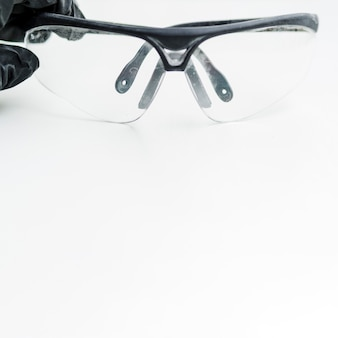 Okulary ochrony na białym tle