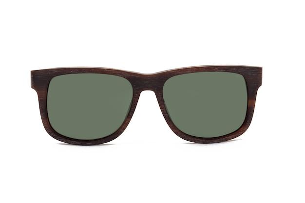 Okulary przeciwsłoneczne na białym tle