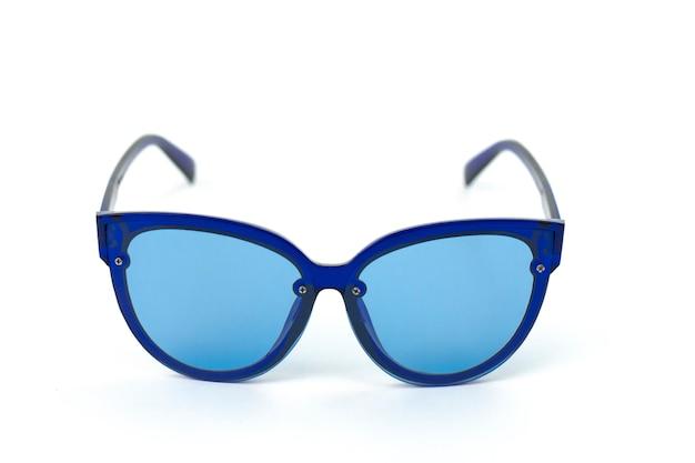 Okulary przeciwsłoneczne w stylu vintage dla kobiet w niebieskim plastikowym stelażu z kolorowymi soczewkami