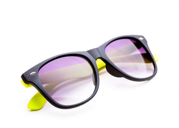 Okulary przeciwsłoneczni odizolowywający na bielu