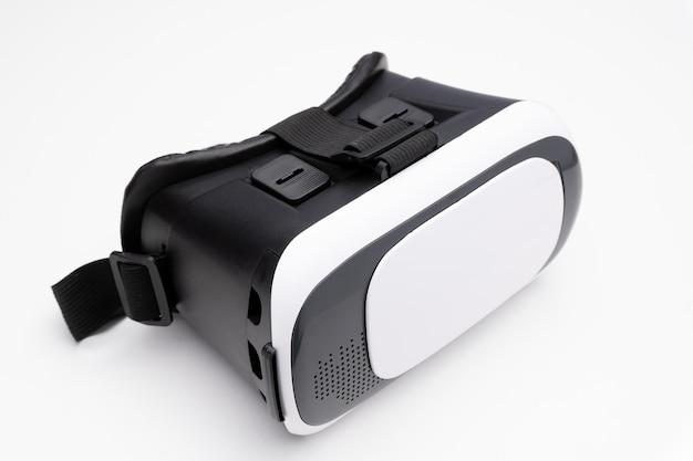 Okulary wirtualnej rzeczywistości na białym tle