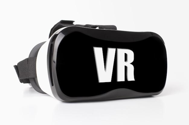 Okulary wirtualnej rzeczywistości z napisem vr na szarym tle