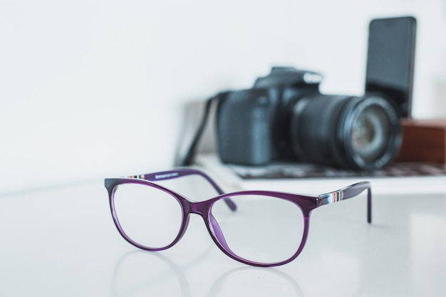 Okulary z aparatem i telefonem