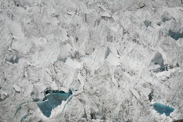 Olbrzymi lodowiec w wysokich górach