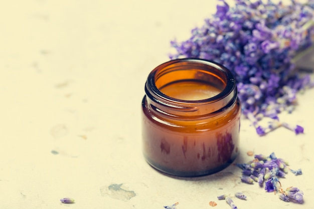 Olej aromaterapeutyczny i lawenda
