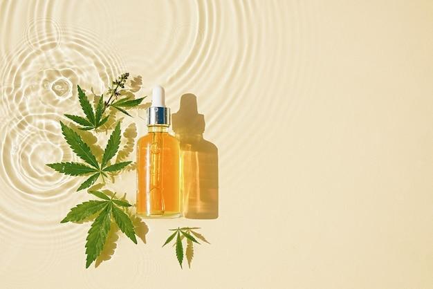 Olej cbd w butelce z zakraplaczem konopi pozostawia przezroczyste oleiste tło