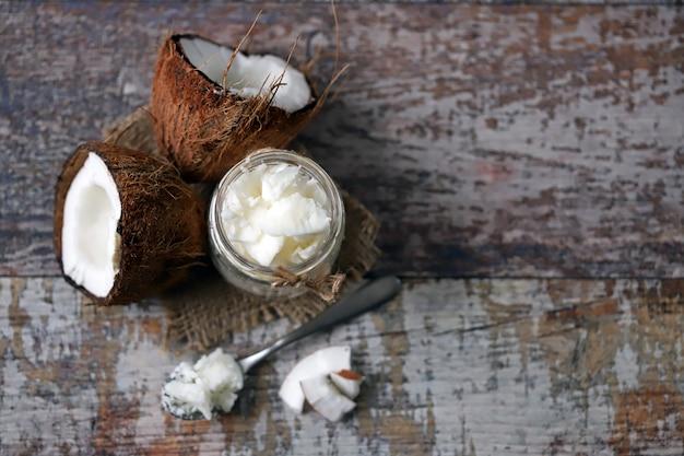 Olej kokosowy. kokos na pół. zdrowa dieta. dieta wegańska.