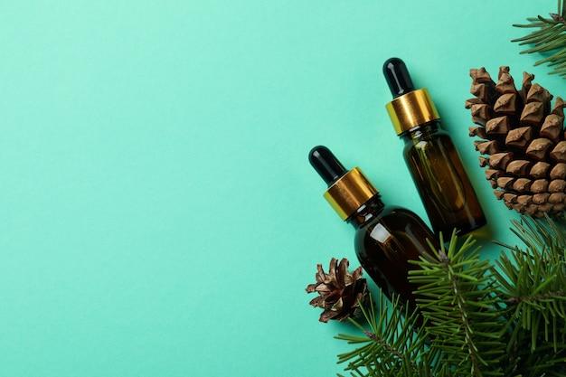 Oleje sosnowe, szyszki i gałązki na mięcie