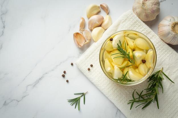 Olejek czosnkowy do leczenia