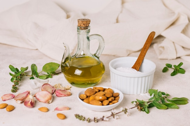 Oliwa z oliwek z kompozycją składników kuchennych