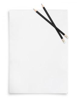 Ołówek i arkusz papieru.