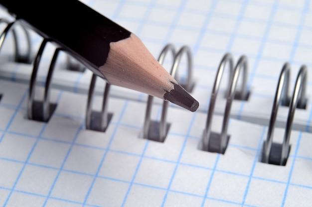 Ołówek i notatnik z bliska
