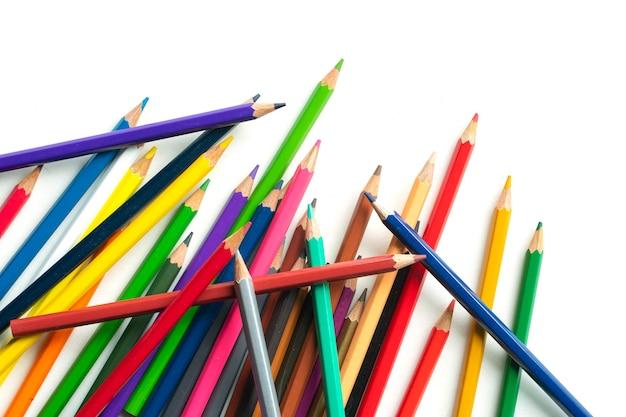 Ołówek kolorowy na białym tle