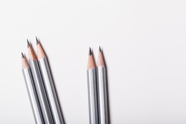 Ołówek odizolowywający zakończenie w górę odgórnego widoku