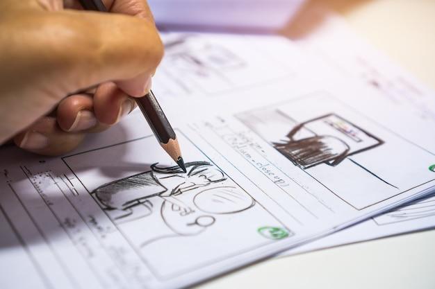 Ołówek w układzie filmu storyboard do produkcji wstępnej, kreatywne rysowanie narracji w przypadku filmów medialnych do produkcji procesowej. scenariusz edytorów wideo i pisanie grafiki w formie wyświetlanej w trybie tworzenia zdjęć