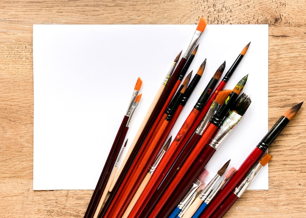 Ołówki i pędzle