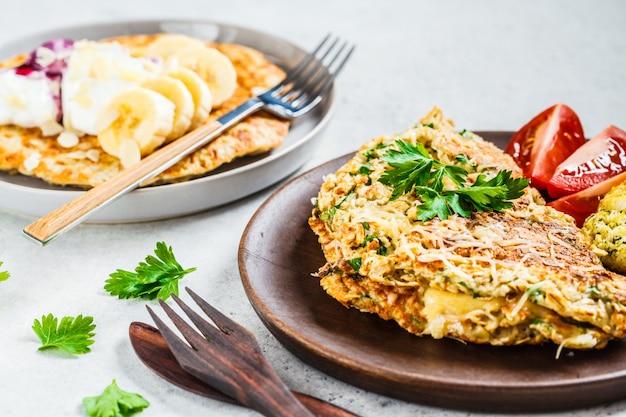 Omlet owsiany z serem i słodkim naleśnikiem owsianym,
