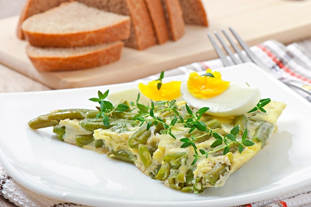 Omlet z zieloną fasolą