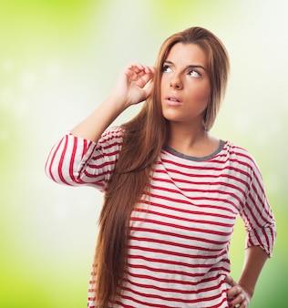 Ong włosach kobieta myślenia