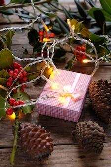 Opakowania na prezenty z dekoracją świąteczną