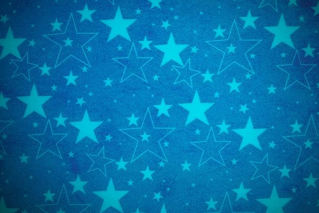 Opakowanie na prezent z niebieskiego papieru