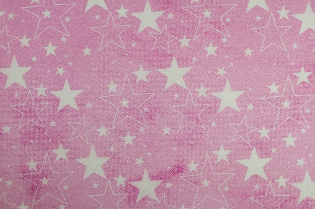 Opakowanie na prezent z różowego papieru