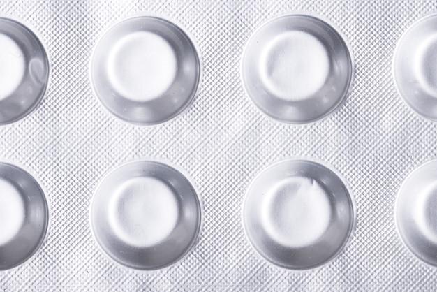 Opakowanie z pigułki z folii aluminiowej, zbliżenie