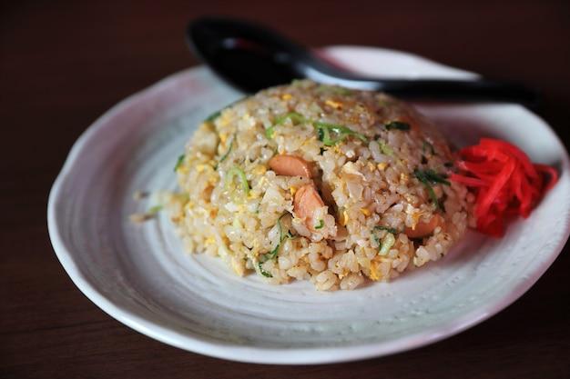Opalany ryż chahan japoński smażony ryż