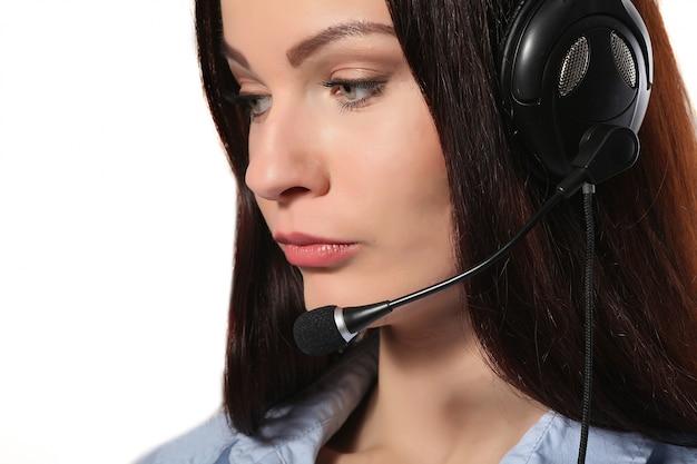 Operator obsługi klienta kobieta z zestawu słuchawkowego i uśmiechnięty