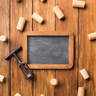 Oprawiona tablica z korkami do wina