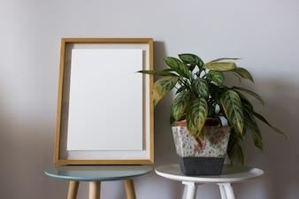 Opróżnia ramę z dekoracj roślinami