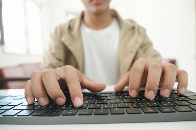 Oprogramowanie komputerowe do programowania ręcznego zbliżenia