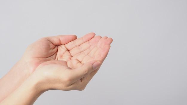 Opróżnij dwie ręce na białym tle.