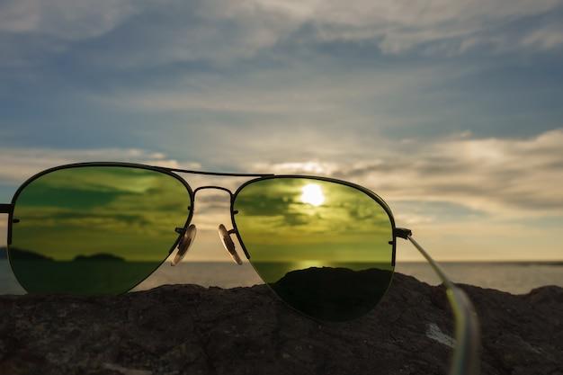 Optyczne cięcie soczewki w okularach przeciwsłonecznych.