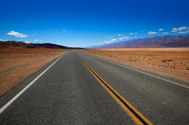 Opustoszała trasy autostrada w śmiertelnej dolinie kalifornia