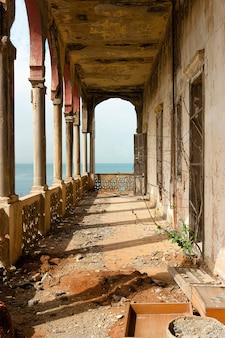 Opuszczona posiadłość liban