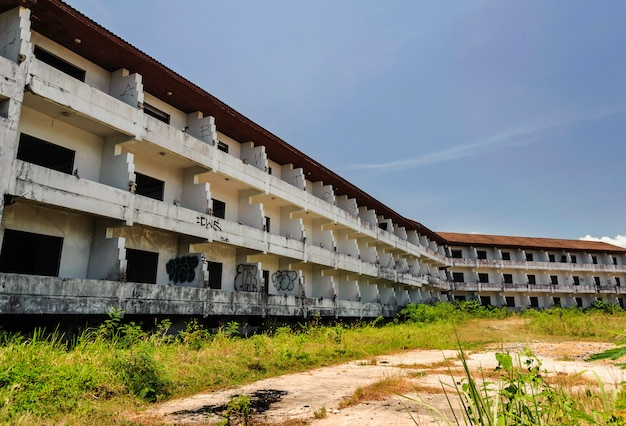 Opuszczone i zrujnowane budynki ponieważ ucierpiał na skutek pogorszenia koniunktury gospodarczej