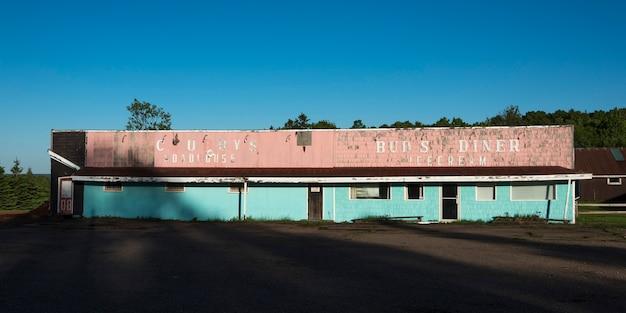 Opuszczony budynek w dunstaffnage, prince edward island, kanada