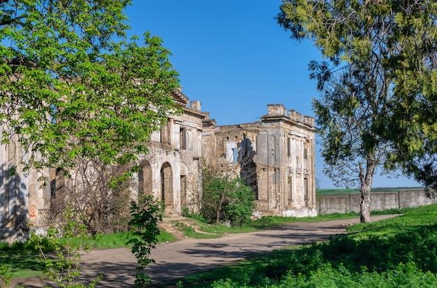 Opuszczony dwór dubieckich lub dwór wolf man pankejeff we wsi wasyljewka, obwód odeski, ukraina