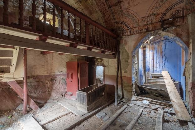 Opuszczony i zrujnowany kościół