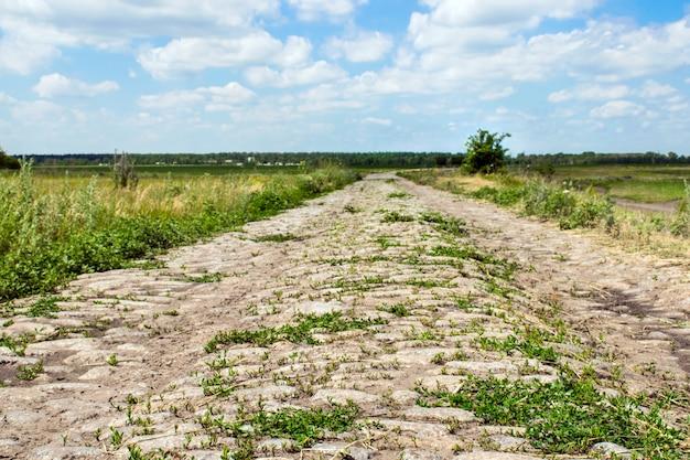 Opuszczony kamień betonowa droga krajowa