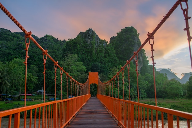 Orange bridge z góry laosu