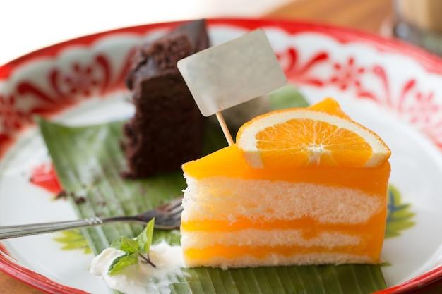 Orange cake z pomarańczowym topping.