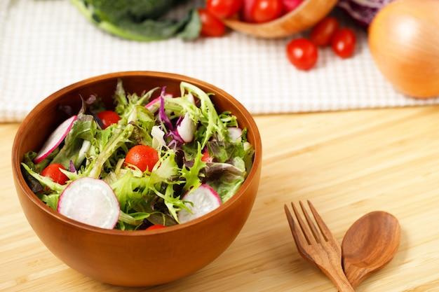 Organiczna sałatka dla zdrowej diety