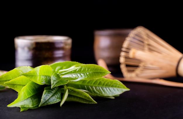 Organiczna zielona herbata matcha w misce