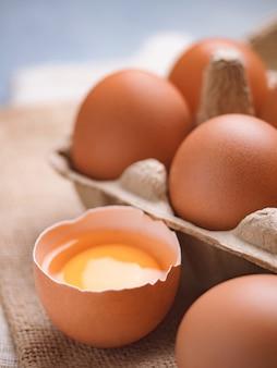 Organiczne jedzenie jaj kurzych