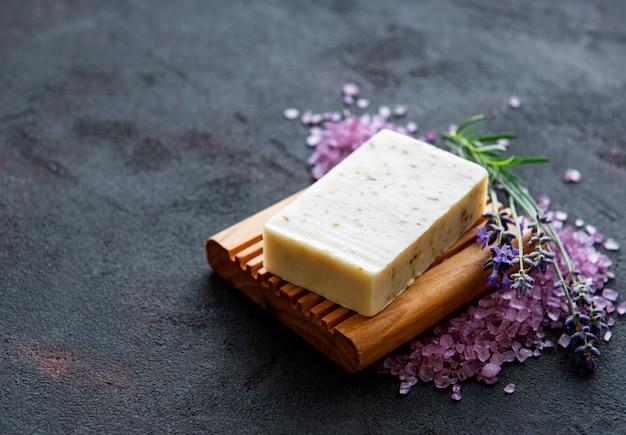 Organiczne mydło i lawenda