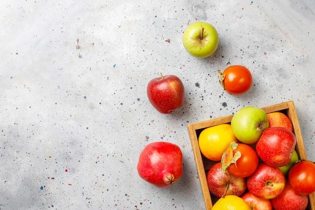 Organiczne owoce jesieni.