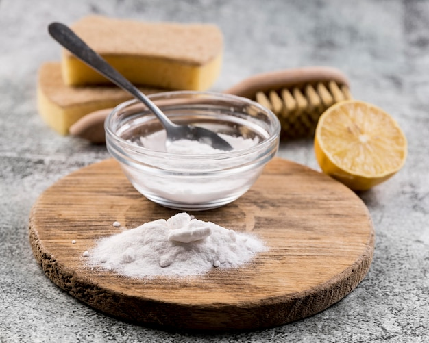 Organiczne środki do czyszczenia domu z proszkiem do pieczenia