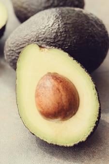 Organiczny owoc awokado